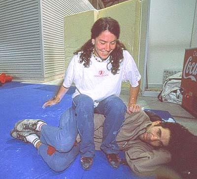 Ruth y Dani se encargaron de interrogar al mutante americano- Foto: Archivo Desnivel
