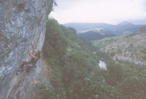 Escalando en Oñate. Foto: Archivo Desnivel
