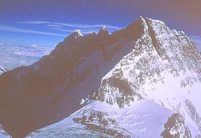 Vista del Collado Sur y la arista norte del Lhotse - Foto: Carlos Soria