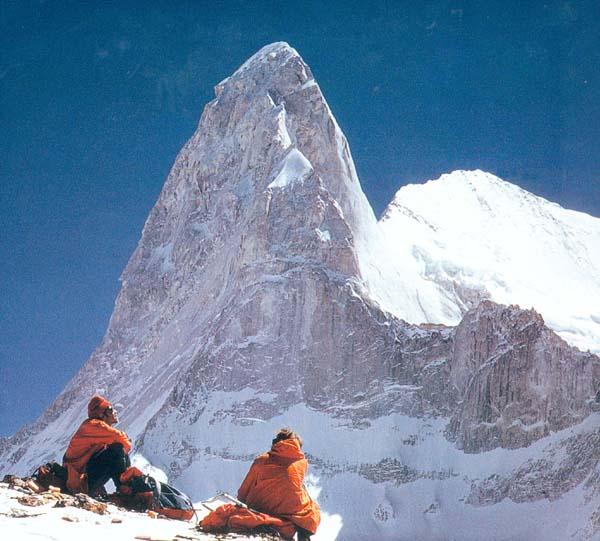 Contemplando el Changabang (6.864 m), Himalaya de Garhwal, India. - Foto: Libro