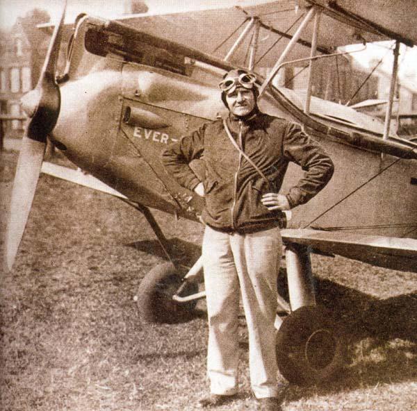 Maurice Wilson junto a su avión