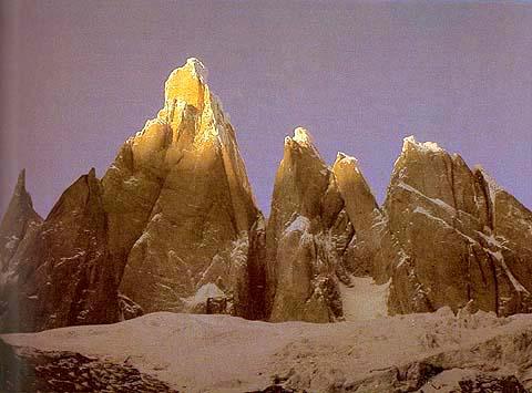Amanecer en el Cerro Torre, una cima estrechamente ligada a Casimiro Ferrari