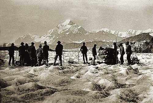 Durante la exploración del monte San Elías, en Alaska