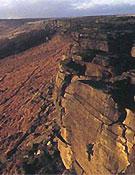 Escalando en solo sobre el peculiar gritstone inglés.Foto: www.go-mountain.com