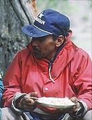 Karim lleva 25 años trabajando como porteador en el Karakorum - Foto: Sebastián Álvaro