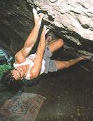 Iker Arroitajauregi probando la travesía de Baltzola, 8b+ (grado Fontainebleau).Archivo Desnivel