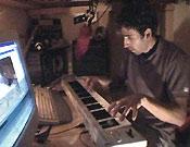 Daniel Salas, autor de todos los temas del vídeo, en plena sesión de trabajo.Foto: Col. Bárez