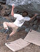 Iker Pou en un 8b sin nombre de Chironicho, Suiza.Foto: Eneko Pou