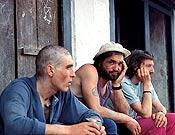 Zulu, Juanito y Atxo durante el regreso de su intento al Pilar Oeste del Makalu - Foto: Kike de Pablos