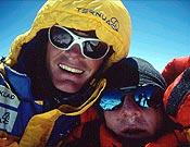 """Alberto y Jean Christophe en la cima del Annapurna- Foto: <a href=""""http://www.jclafaille.com/""""> jclafaille.com  </a>"""