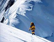 """Aérea pala de nieve en la arista Loretan/Joos del Annapurna - Foto: <a href=""""http://www.jclafaille.com/""""> jclafaille.com  </a>"""