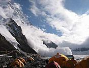 El alud llegó hasta la misma base de la pared. La imagen fue tomada desde el campamento base - Foto: Exp. Española K2