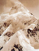 En 1909, el flanco noreste de K2 presentaba este amenazador aspecto