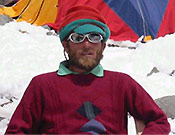 """Sher Ajman, apodado el """"austriaco"""" por sus compañeros, debido a su aspecto europeo - Foto: Exp. Española K2 2002"""