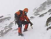 Luis Fraga y Miguel A. Vidal han decidido cambiar de vía. Antes, ascensión al C1 para desmontar las tiendas - Foto: Exp. Española K2 2002