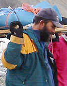 El capitán Iqbal colaboró en el transporte del cadáver de Sher Ajman glaciar abajo - Foto: Exp. Española K2 2002