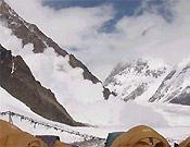 Poco después, un alud barría la vertiente sur del K2. Esta vez, el Espolón de los Abruzos - Foto: Exp. Española K2 2002