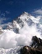 El mal tiempo, las continuas nevadas y las avalanchas han hecho inviable ascensiones con éxito en todo el Karakorum  Foto: Exp. Española K2 2002