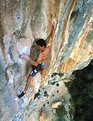 Ramonet escalando sobre las chorreras de MontgronyFoto: Desnivel
