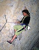 Elie Chevieux, el primero en superar el 8b+ a vista, hace ahora siete años.. En la foto durante su intento a vista a El calvario del Sikario, 8c, durante su fructifero viaje a Cuenca de 1995 que culminó con el encadenamiento de su segundo 8b+ a vista: Maldita María