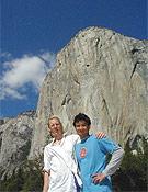 Hans Florine y Yuji Hirayama posando frente al Capitán tras la ascensión.Foto: www.speedclimb.com
