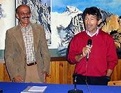 Su amigo y compañero de escalada Carlos Soria se encargó de presentar a Salvador  ~  Archivo Desnivel