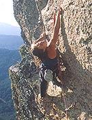 Aérea toma del primer 8b para esta joven escaladora madrieña - Foto: Aitor Bárez
