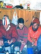 Preparando la ascensión junto a Miguel Ángel Gallego, Juan José Lucas, Gervasio Lastra, César Pérez de Tudela y Fernando Martínez Lucas.Foto: Col P.A. Ortega.