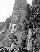Años 40 en Galayos. Mirón y Vecino al pie del Torreón  ~ Col. Ignacio Lucas
