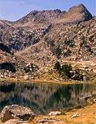 """Estany de Corticelles, Parque Nacional de Aigüestortes. Foto: <a href=""""http://www.parcsdecatalunya.net/asm/cpaigues00.htm"""">parcsdecatalunya.net</a>"""