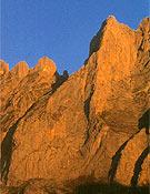 Espolón del Jiso (680 m, V+), una de sus mejores aperturas en Picos  ~ Archivo Desnivel