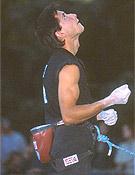 Previsulizando antes de competir. En roca también rinde: ha sido el primero en el mundo en conseguir dos 8b+ a vista en un mismo día. - Foto: Archivo Desnivel
