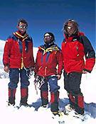 Con Toni y su hermano Thomas (dcha.) en la cima del Latok II - Foto: huberbuam.de