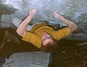 Iker saliendo de Sorginetxe, variante desde el suelo de otro 8a de Larraona, Variant - Foto: Eneko Pou