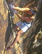Escalando en fisura en Australia.  ~ Archivo Desnivel