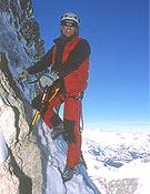Carlos también ha experimentado, y cómo, en hielo y mixto, como demuestran sus solitarias en lo Alpes.  ~ Archivo Desnivel