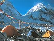 Campo base del Everest, a los pies de la Casacada de Hielo del Khumbu. - Foto: Col. Carlos Soria