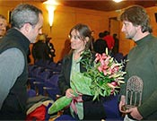 """Cornelia y Ramón Döerr, ganadores del Primer Premio, charlando con Iñaki Bergera, tercer finalista. - Foto: <a href=""""http://www.memorialmarialuisa.com/"""">memorialmarialuisa.com</a>"""