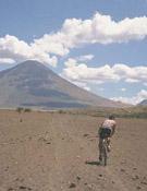 Por las solitarias tierras de Tanzania. Foto: Safari Extrem
