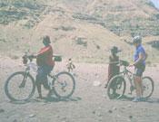 Tener una bicicleta, para los africanos todo un lujo. Foto: Safari Extrem