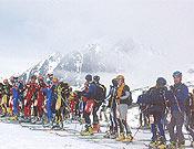 Salida de la VI Travesía Picos de Europa, última prueba puntuable de la Copa de Asturias 2003 de esquí de montaña. - Foto: Benjamín M. Cabo