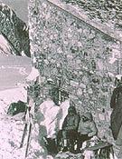 Primer uso invernal del Refugio Vegaurriello, al pie del Naranjo (1954). - Foto: Col. Agustín Faus