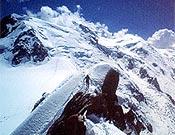 El triángulo de Tacul y el Mont Blanc al fondo, desde la Aiguille du Midi. ~ Archivo Desnivel