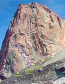 Vías de la cara sureste de La Esfinge. En azul, la apertura de Lucas, Docter y Hall. - Foto: Jonás Cruces/planetfear.com