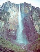 Gran pared en Venezuela. En la imagen el imponente Salto Angel, conocida tapia para el big wall nacional.