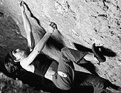 Josune Bereziartu blocando en las profundidades de la Cueva de Baltzola. - Foto: Rikar Otegui