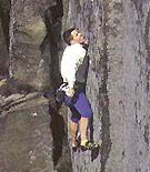 """John Arran resolviendo The Zone, E9 6c de Cugar Edge, Peak District. - Foto: <a href=""""http://www.planetfear.com"""">planetfear.com</a>"""