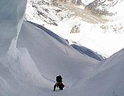 Camino del Campo 3 (7.600 m) en la cara suroeste del Kangchenjunga. - Foto: carlospauner.com