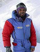 Carlos en el Campo 3 (7.600 m), antes de atacar la cima del Kangchenjunga. - Foto: carlospauner.com