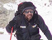 Carlos Pauner durante los preparativos de la ruta, en la suroeste del Kangchen. - Foto: carlospauner.com